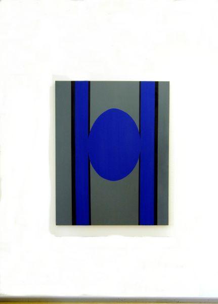 Christian Eder-Oval zwischen zwei Vertikalen