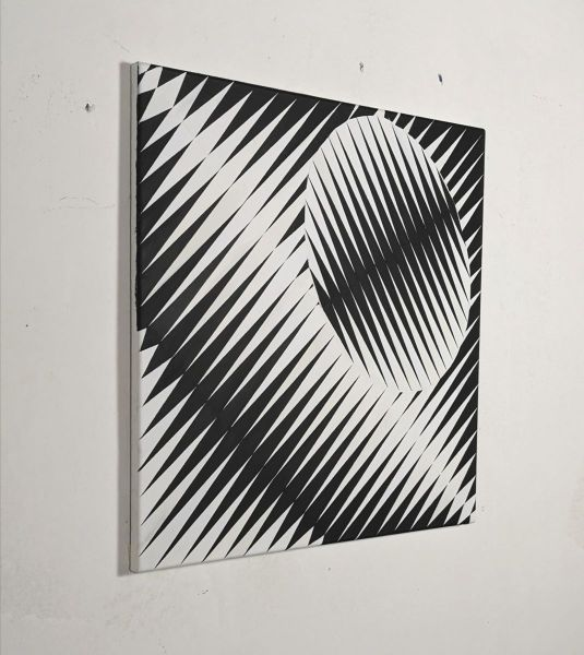 Eder-diagonal-oval-black and white-painting